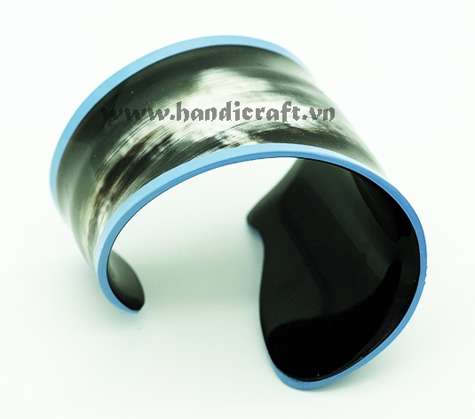 Horn cuff bracelet with lacquer