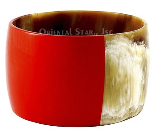 b389cfad0e8 Wide horn & lacquer bangle bracelet