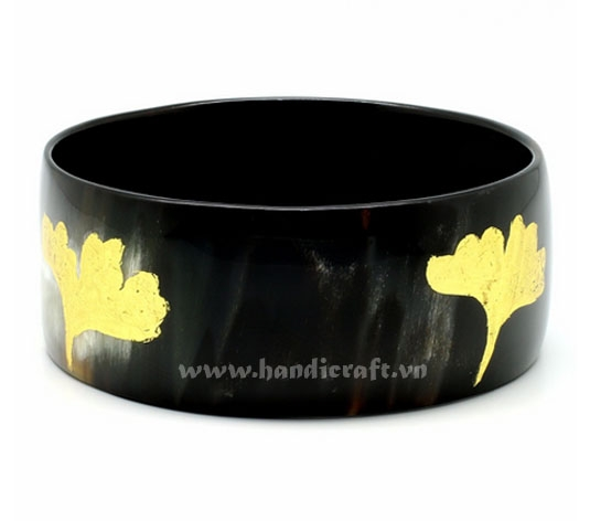 Horn bangle bracelet with goldend leave lacquer
