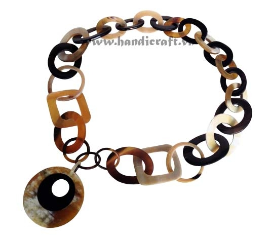 Natural horn with round pendant necklace