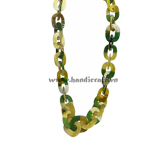 Natural horn green lacquer necklace