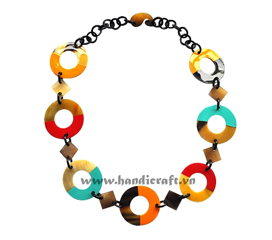 Round lacquer horn necklace