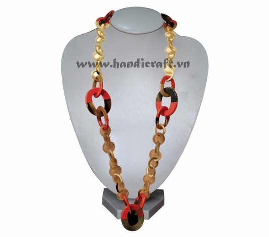 Long necklace with lacquer horn