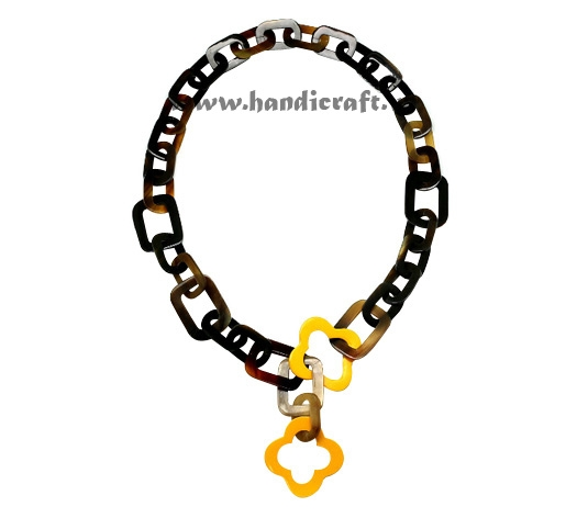 Oval horn link with yellow lacquer flower