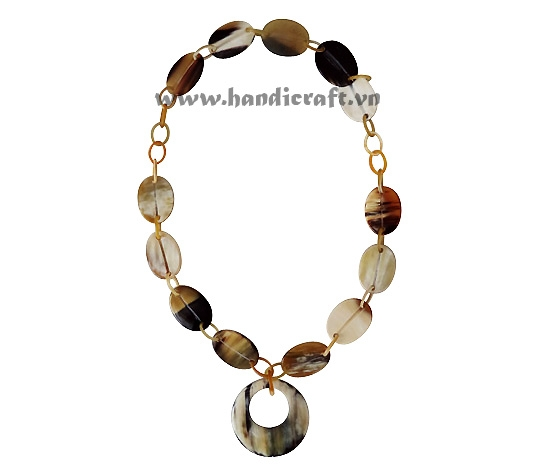 Solid horn natural with round pendant necklace