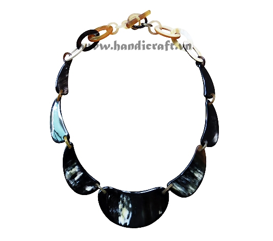 Dark solid horn necklace