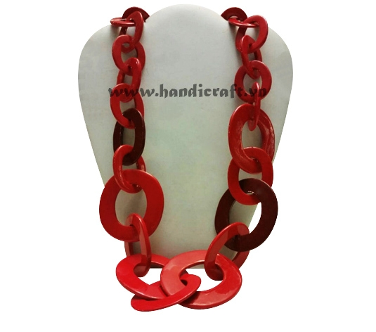 Large horn with red lacquer necklace