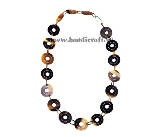Horn circle necklace