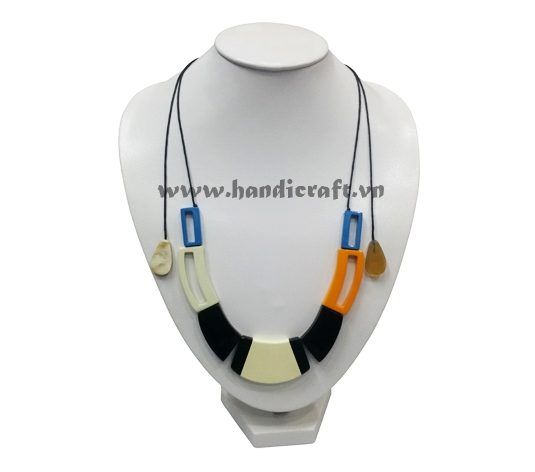 Buffalo horn with lacquer necklace