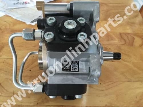 Fuel pump 22100-E0025 for Kobelco SK330-8
