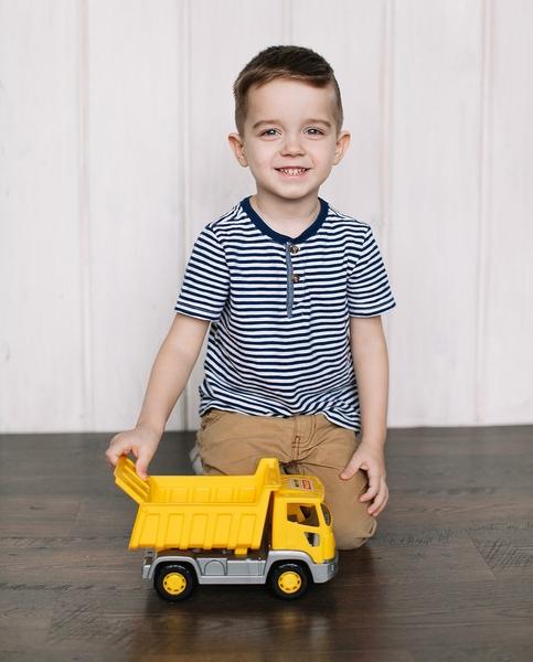 bé vui đùa cùng đồ chơi xe tải tipper wader quality toys