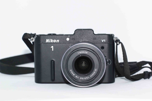 may-anh-nikon-j1-kem-kit-10-30mm-f-3-5-5-6-vr
