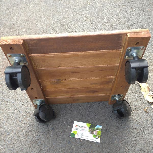 Hình ảnh kệ gỗ để chậu cây di động