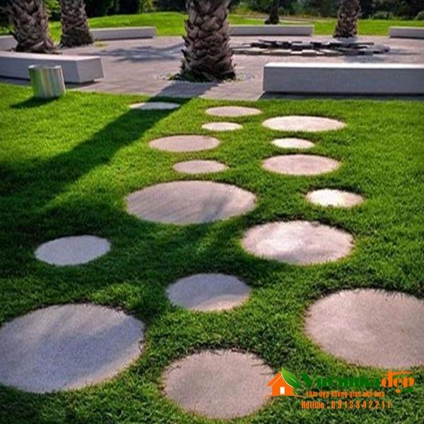 Đá thớt tròn tạo lối đi sân vườn