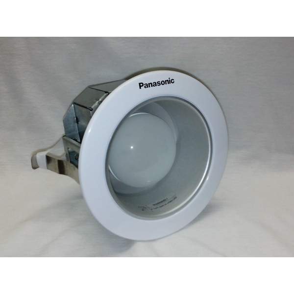 den-downlight-led-panasonic-nnp71222