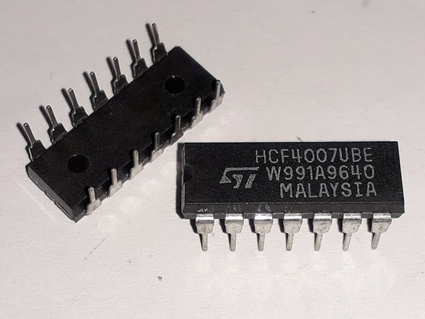 IC CD4007 DIP- 14  HK-393-2