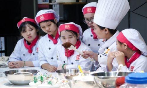 Cửa hàng bánh kem Tân Bình cao cấp, chuyên nghiệp và phong cách phục vụ trẻ trung