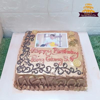 Bánh kem sinh nhật hình vuông bắt hoa gắn tiền vàng nhủ vàng sang trọng tặng ... Bánh sinh nhật vuông mạ vàng ghi văn thơ đẹp sang trọng mừng kỷ niệm