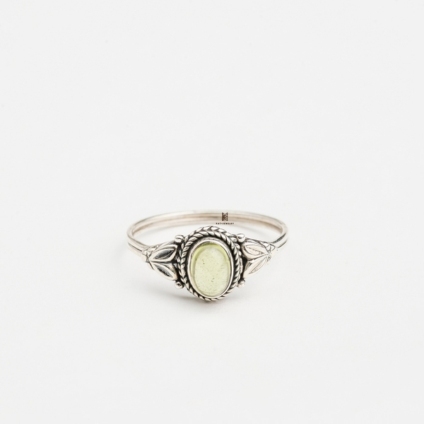 R INDI OVAL PERIDOT LIGHT GREEN STONE