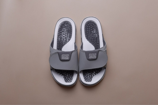 [AA1336-004] M NIKE JORDAN HYDRO XI RETRO MEDIUM GREY