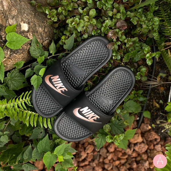 [343881-007] W NIKE BENASSI JDI BLACK ROSE GOLD