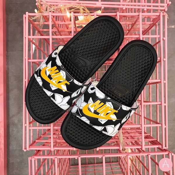 [631261-034] M NIKE BENASSI JDI BLACK UNIVERSITY GOLD WHITE