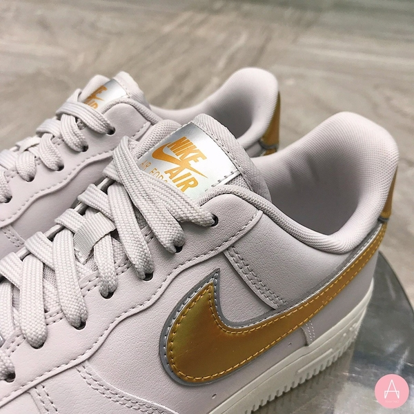 [AR0642-001] W NIKE AIR FORCE 1 VAST GREY METALLIC