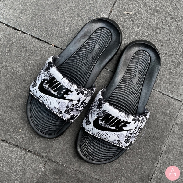 [CN9676-003] W NIKE VICTORI ONE PRINTED SLIDE