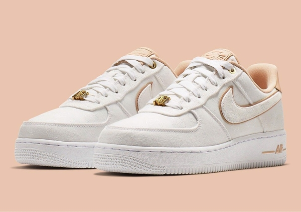 [898889-102] W NIKE AIR FORCE 1 LUX BEIGE WHITE