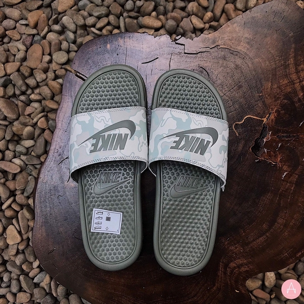 [631261-009] M NIKE BENASSI JDI PRINT LIGHT GREEN CAMO