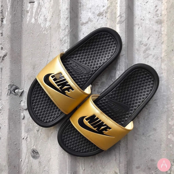 [343881-014] W NIKE BENASSI JDI BLACK METALLIC GOLD