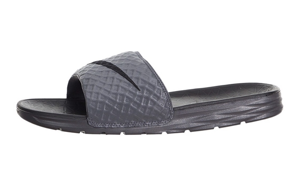 [705474-090] M NIKE BENASSI SOLARSOFT BLACK GREY