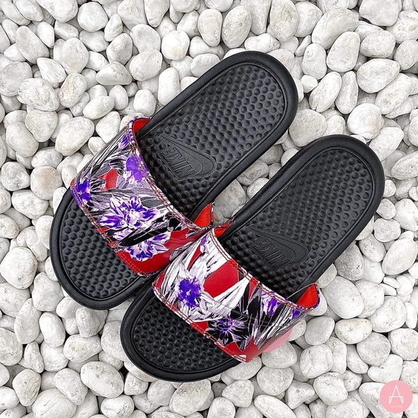 [618919-024] W NIKE BENASSI JDI BLACK FLORAL TEAM ORANGE