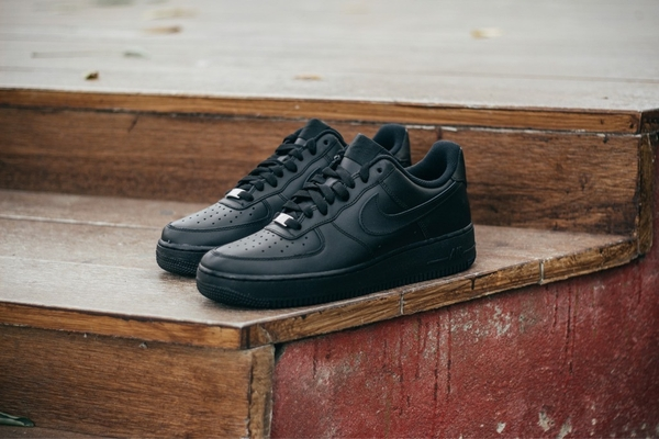 [315115-038] W NIKE AIR FORCE 1 ALL BLACK