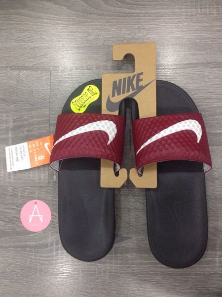 [705474-602] M NIKE BENASSI SOLARSOFT BLACK RED SWOOSH WHITE