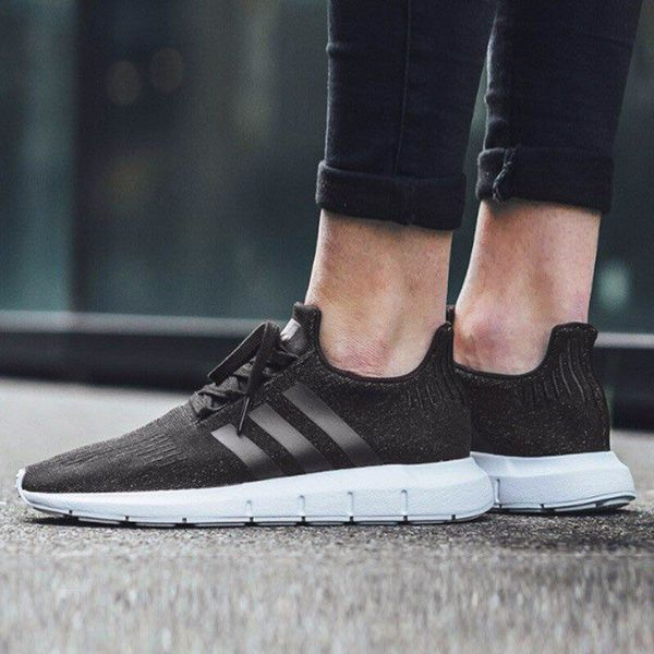 [B37726] M ADIDAS SWIFT RUN BLACK WHITE