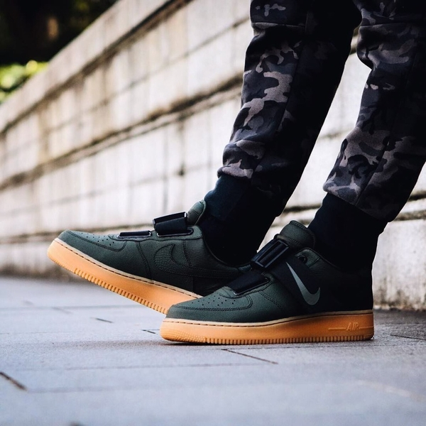 [AO1531-002] M NIKE AIR FORCE 1 UTILITY BLACK GUM