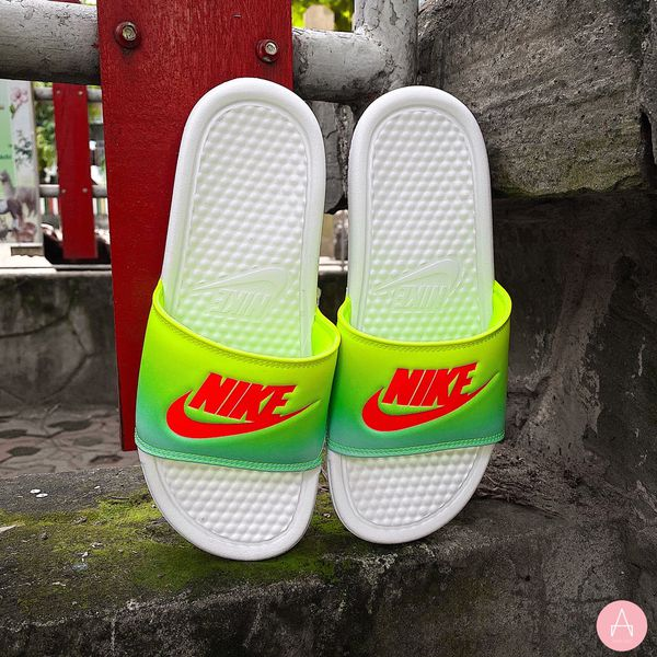 [618919-121] W NIKE BENASSI JUST DO IT SLIDE GREEN