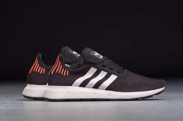 [B37730] M ADIDAS SWIFT RUN BLACK RED WHITE