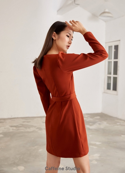 Wavy neck dress with belt