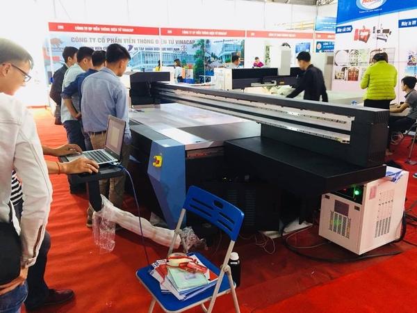 bàn giao lắp đặt máy in UV Eyecolor 2513 tới khách hàng