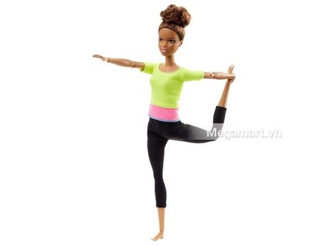 Búp bê Barbie Áo vàng được làm từ chất liệu nhựa an toàn cho bé vui chơi