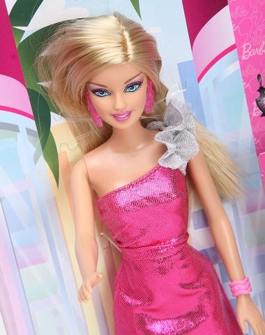 Barbie Thời trang luôn nở nụ cười thân thiện, cho bé thỏa sức sáng tạo