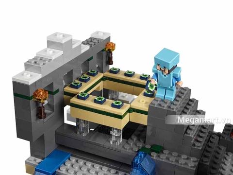 Lego Minecraft 21124 - Cổng thông tin khổng lồ - nhân vật Steve