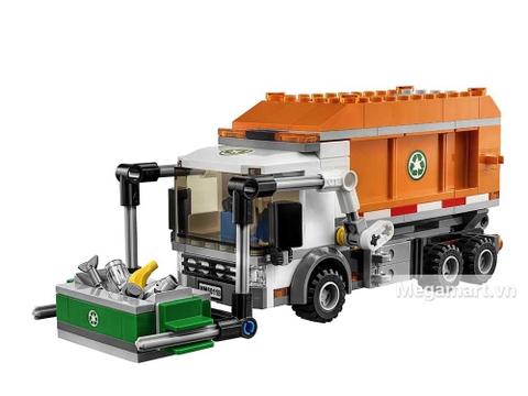 Xe tải chở rác với kích thước lớn, hiện đại