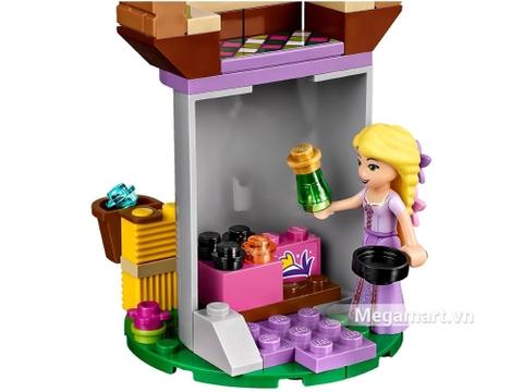 Lego Disney Princess 41065 - Ngày tuyệt vời của Rapunzel - khung cảnh bên trong lâu đài