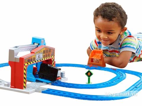 Thomas & Friend Bộ đường ray Nâng và cất hàng - bé vui chơi cùng bộ sản phẩm