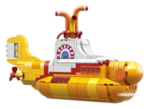 Hình ảnh chiếc tàu vàng trong bộ đồ chơi Lego Ideas 21306 - Tàu ngầm màu vàng của Beatles