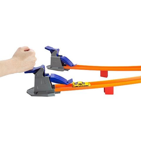 Đồ chơi Hot Wheels Đường đua cao tốc phát triển kỹ năng ở trẻ nhỏ