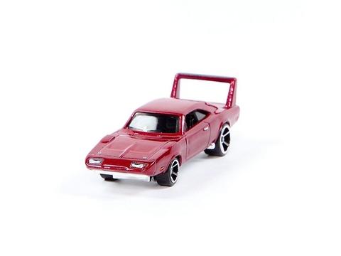 Mô hình xe Hot Wheels Fast & Furious 69 Dodge Charger Daytona với thiết kế thể thao, mạnh mẽ và ấn tượng